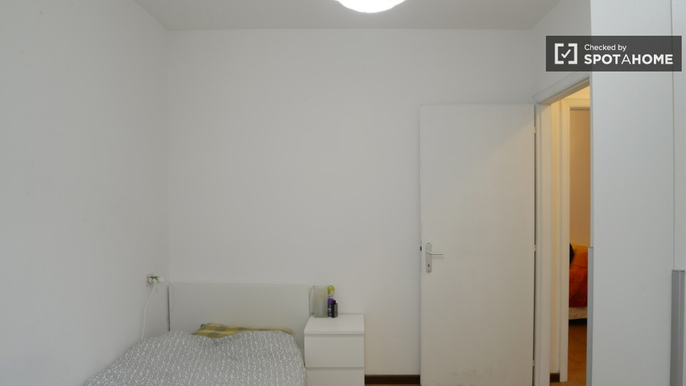 $492 room for rent Cesano Boscone Milan, Lombardy (Milan)