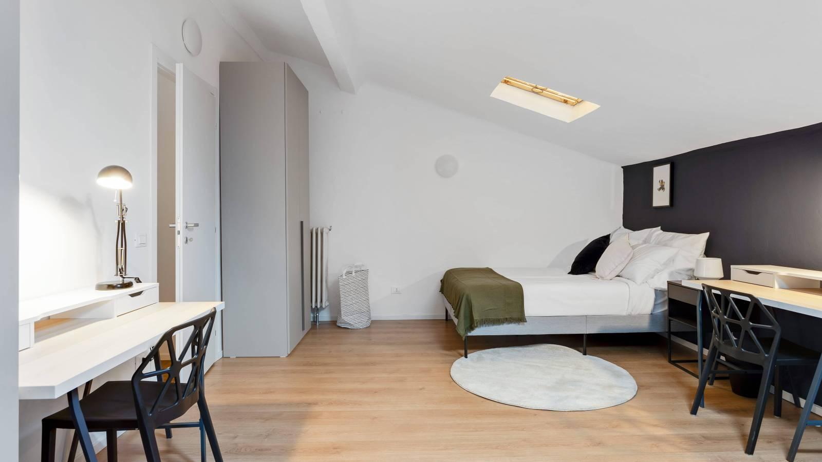 Bedroom 8 - Double bed 1