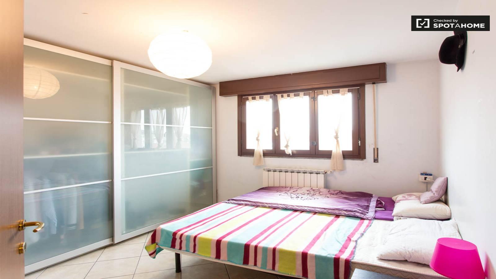 bright room in 3-bedroom apartment in barona, milan (ref: 166116