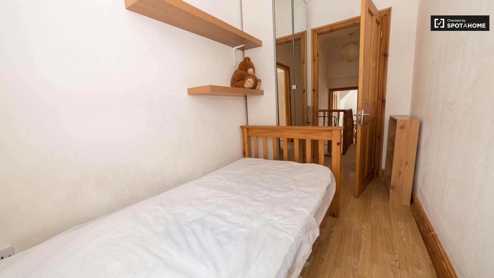 Bedroom B2