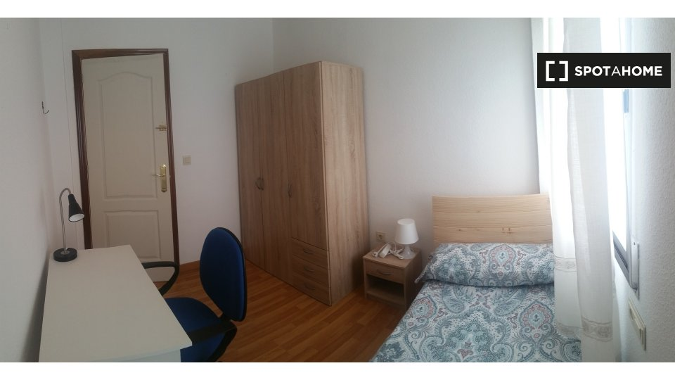 Habitación en piso compartido en Huelva