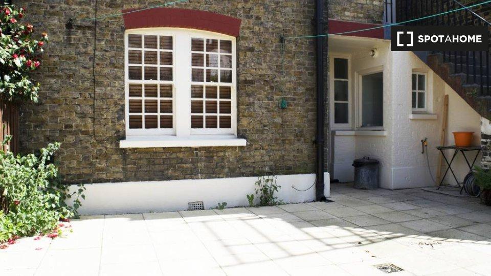 Merrow St, London SE17 2NY, UK