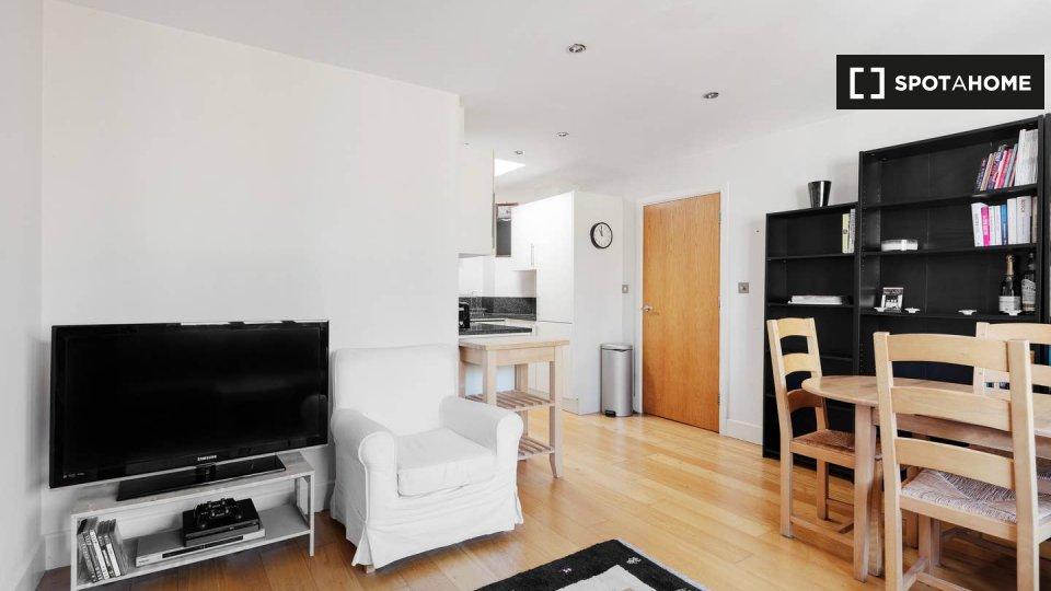 Flat 12, City Lights Court, 6 Bowden St, London SE11 4DX, UK