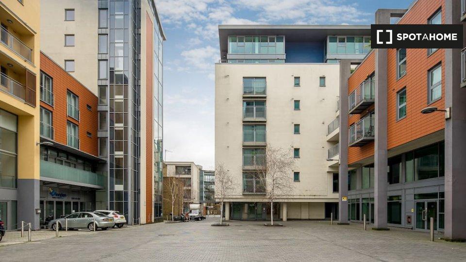 Hardwicks Square, London SW18 4AG, UK