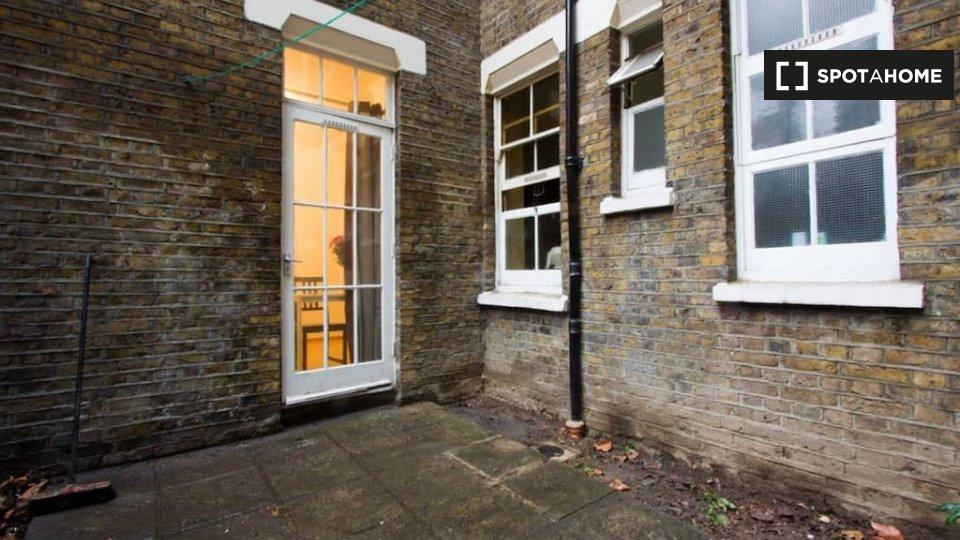Cavendish Mansions, Clerkenwell Rd, London ECR 5EQ, UK