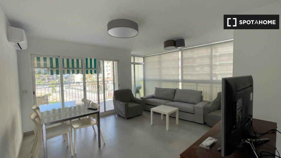 Apartamento completo de 2 dormitorios en Alicante
