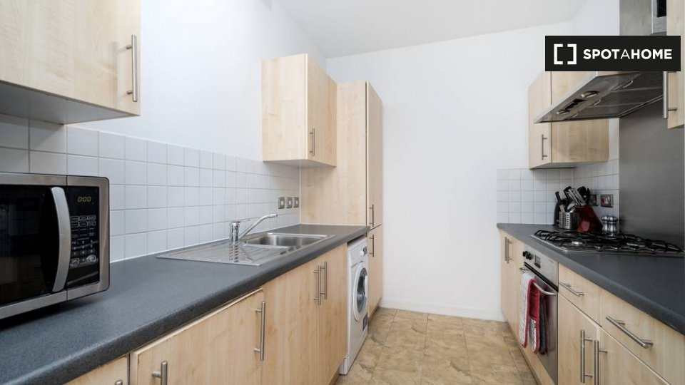 Commercial St, London E1 6NG, UK