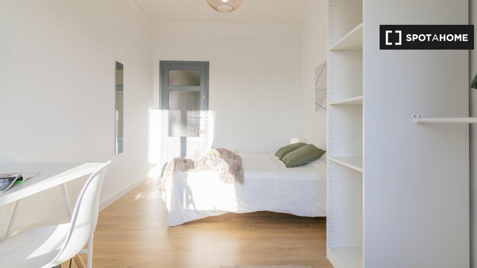 Habitación en piso compartido en valencia.