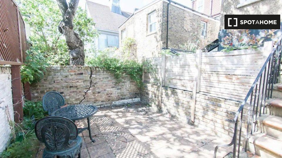 B Pember Rd, London NW10 5LN, UK