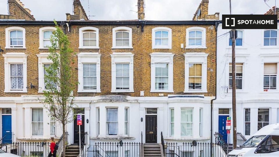 Overstone Rd, Hammersmith, London W 0AA, UK