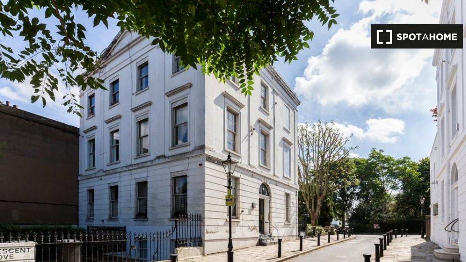 Crescent Grove, London SW 7AF, UK