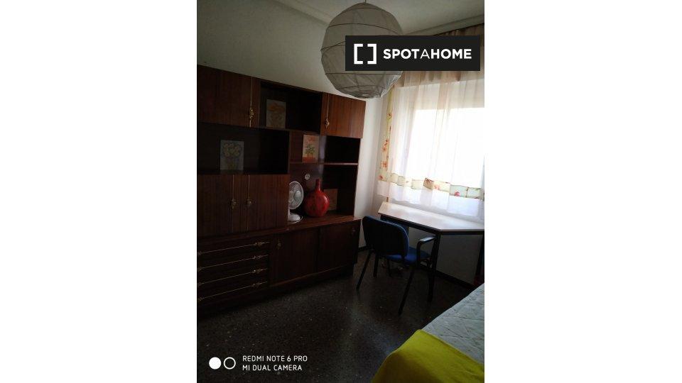 Habitación en piso compartido en Jaén