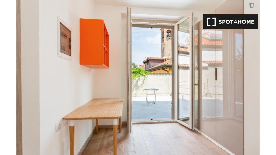 11 bedroom apartment