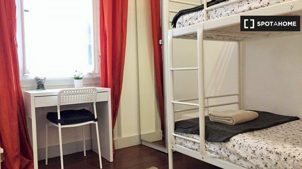 Camera in affitto a Santa Cruz Lisbona € 650 al mese