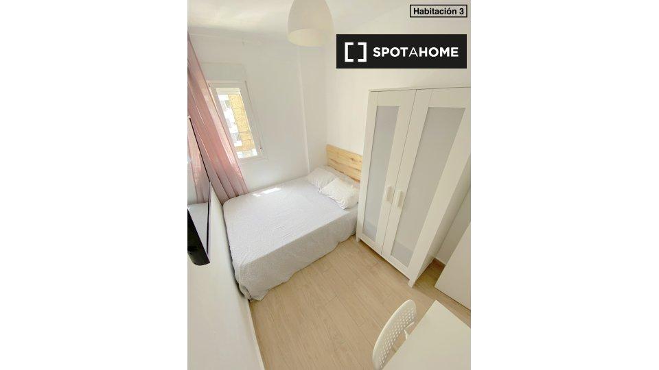 Se alquila habitación en Sevilla