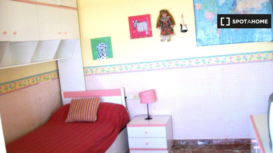 Habitación en piso compartido en Almería