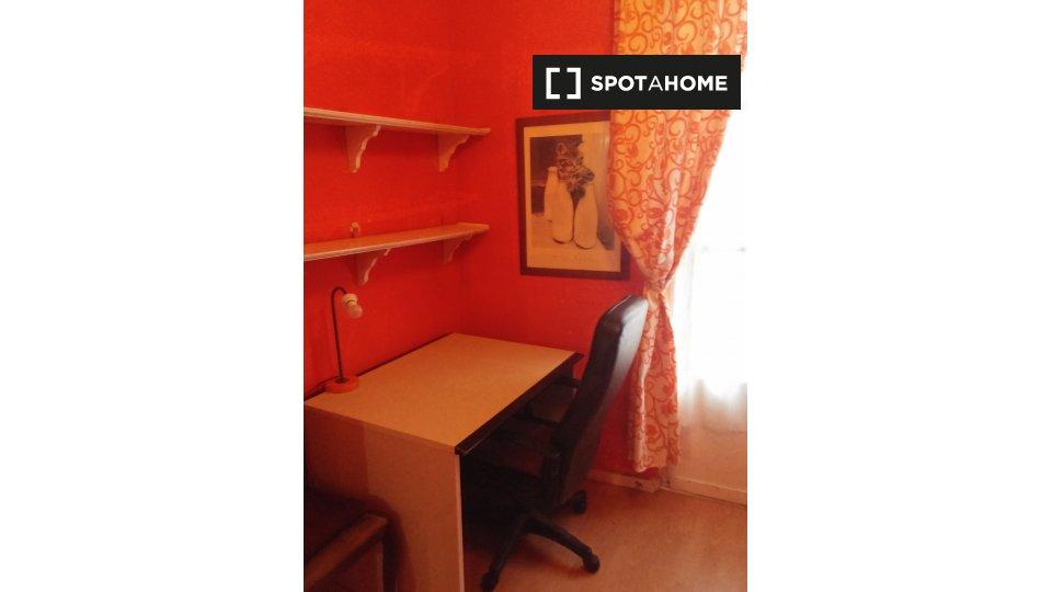 Alquiler de habitaciones en piso de 2 habitaciones