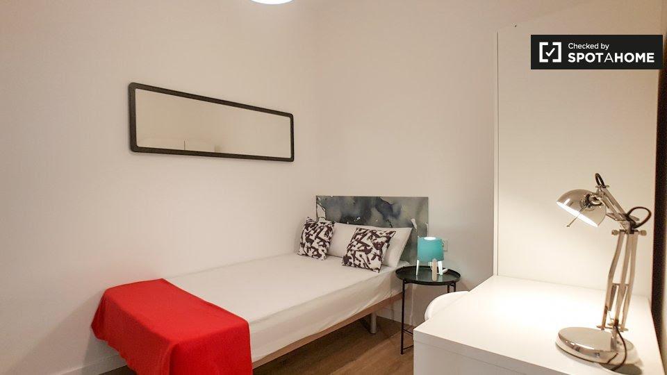 Stanza accogliente in affitto in appartamento con 7 camere da letto a L'Esquerra de l'Eixample, Barcellona
