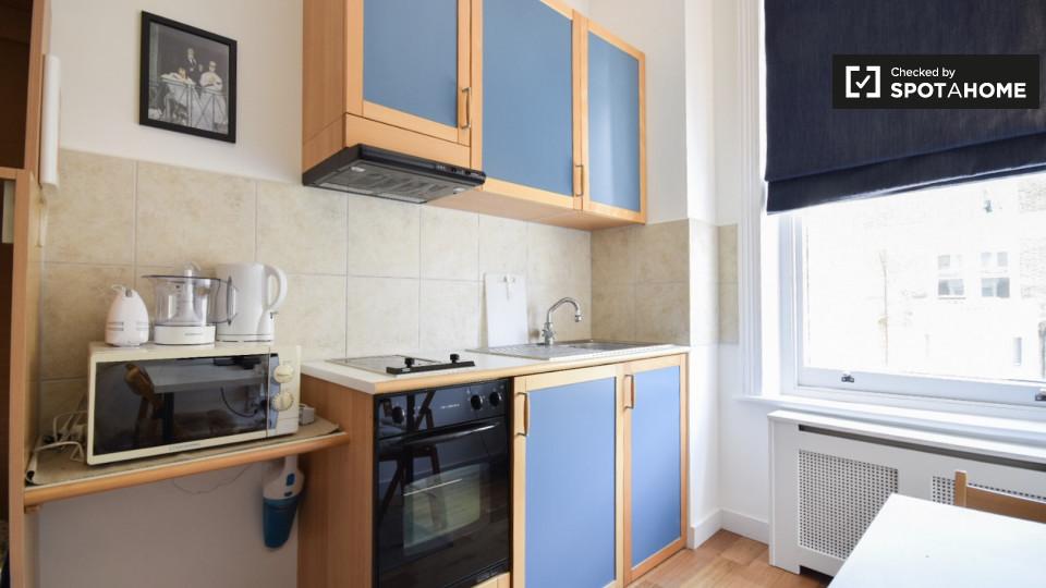 Monolocale con riscaldamento centrale per affitto a Earls Court, Area di viaggio 1 e 2