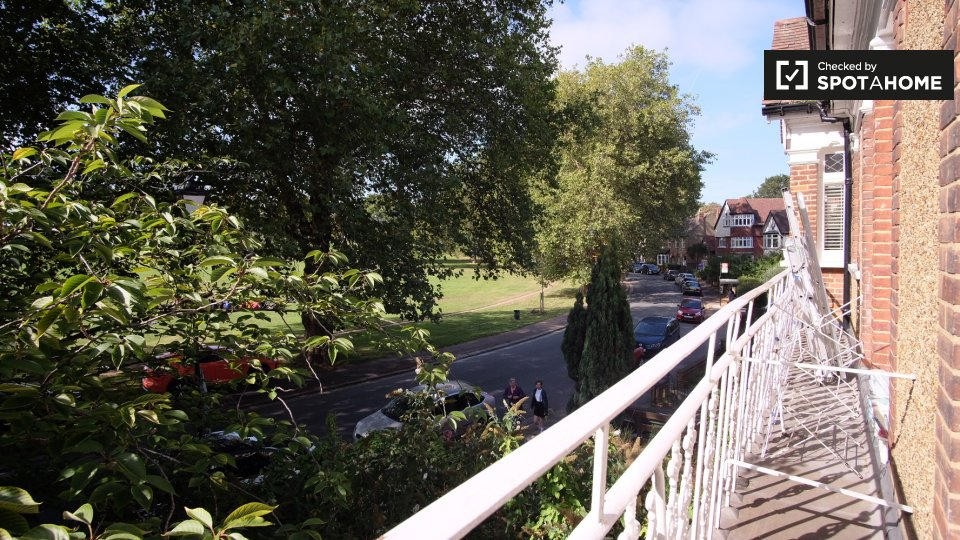 Hilly Fields Cres, London SE4 1QA, UK