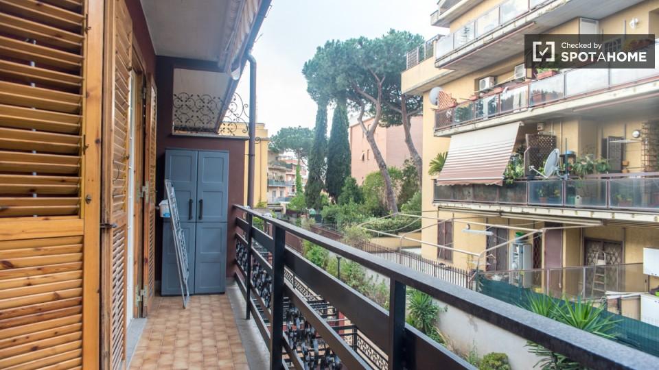 Stanza doppia in una casa con balcone, Bravetta, Roma (ref ...