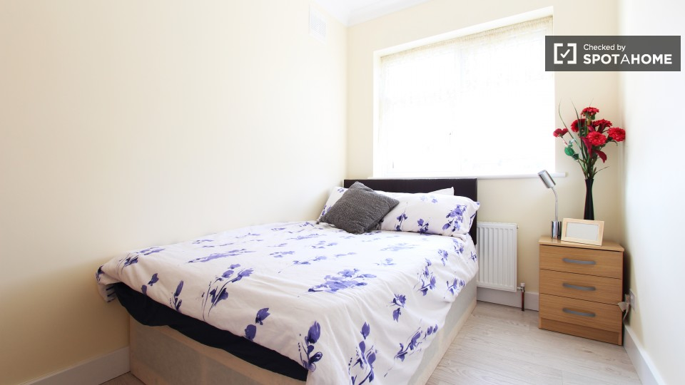 Furnished room in 4-bedroom flat in Greenwich, London (ref ...