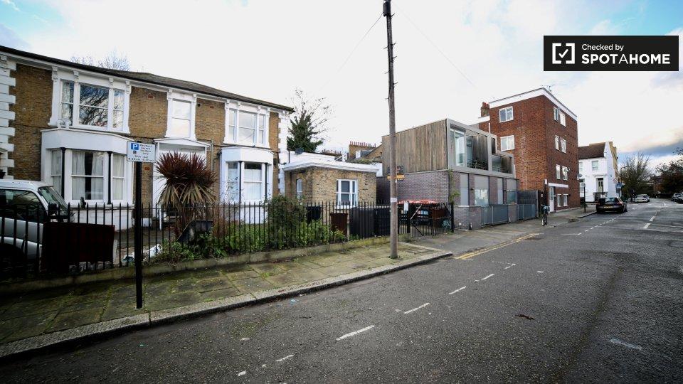 Massie Rd, London E8 1BY, UK, Flat 6