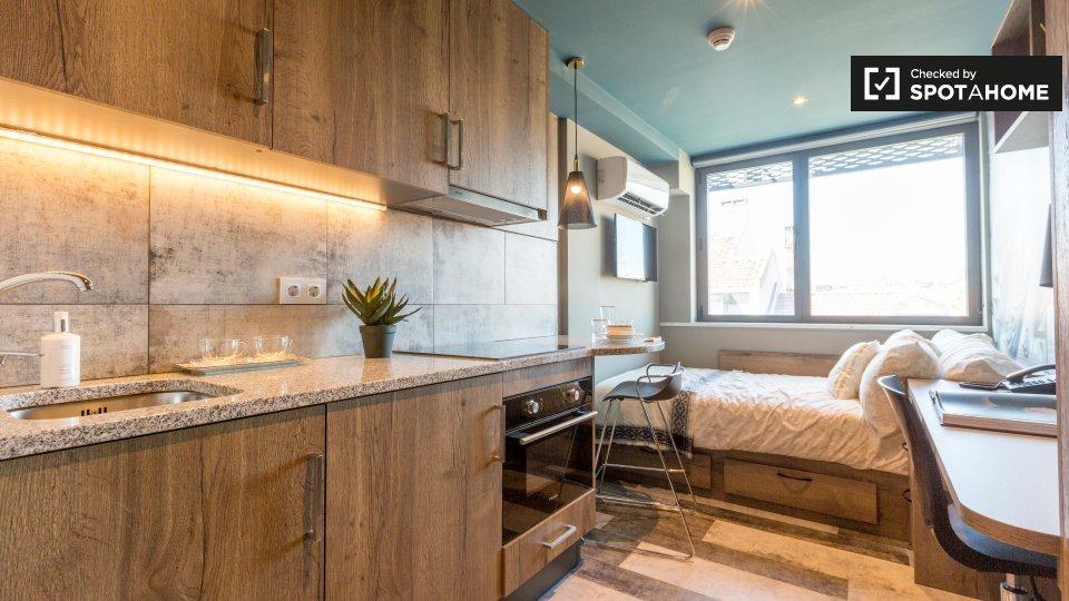 Monolocale in affitto a Santo António Lisbona € 1009 al mese