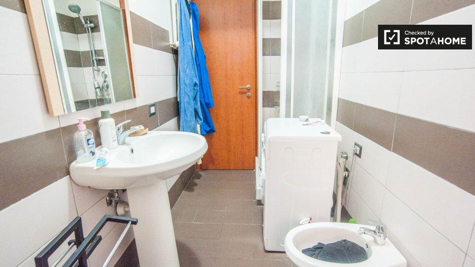 Camere in affitto in appartamento con 3 camere da letto a for Appartamento con 3 camere da letto nel seminterrato