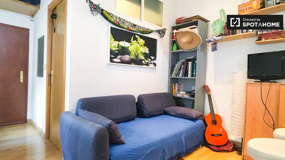 2 bedroom apartment