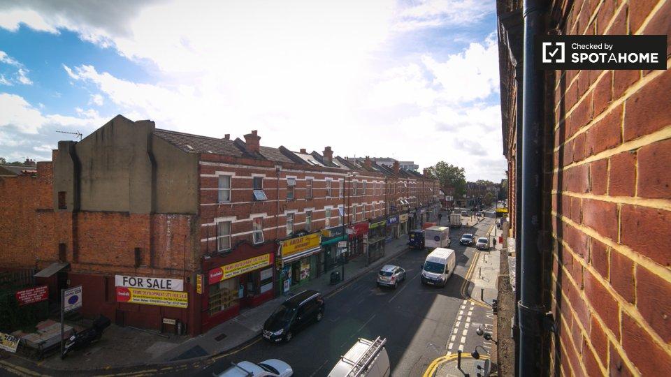 High Rd, London NW10 2QA, UK