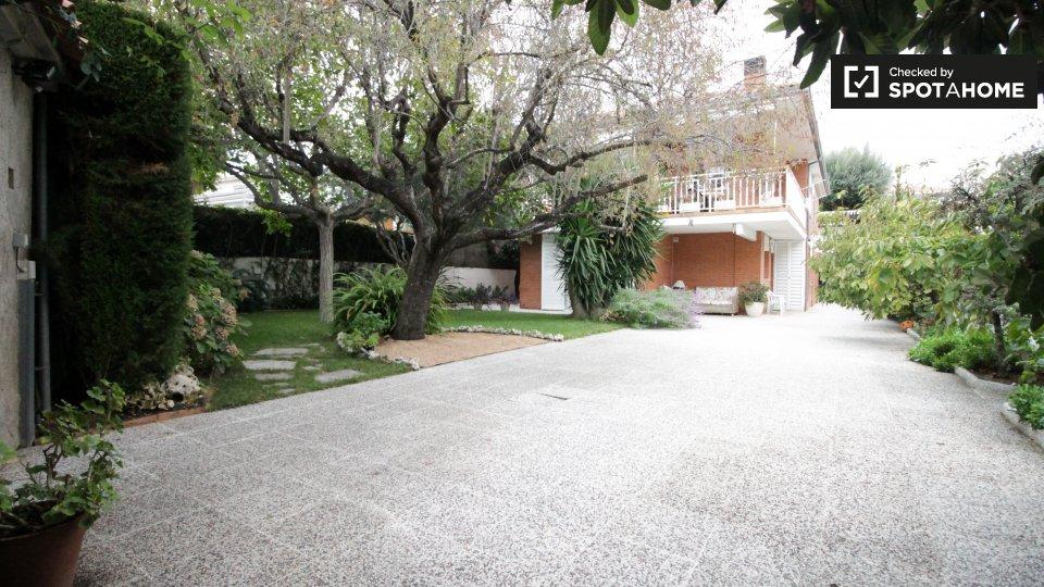 Carrer del Roure, 08916 Badalona, Barcelona, Spain