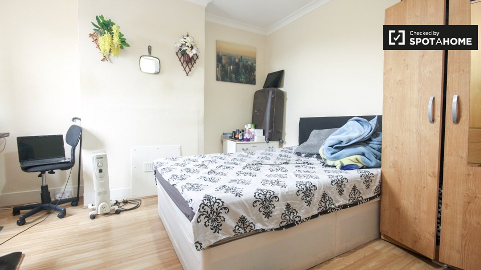 Pretoria Ave, Walthamstow, London E17 7DL, UK