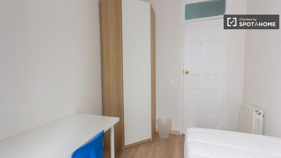 8 bedroom apartment