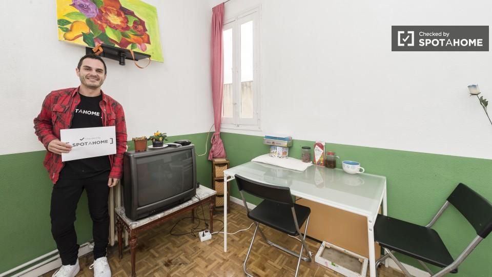Habitaciones en alquiler en piso de 4 habitaciones en Habitaciones individuales en alquiler
