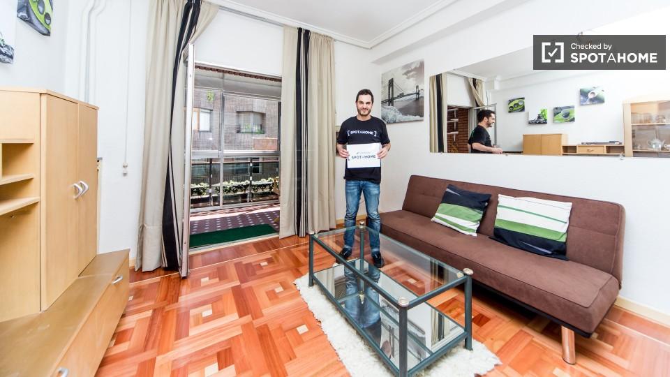 Espacioso piso de 1 habitaci n en moncloa madrid ref for Alquiler pisos madrid moncloa