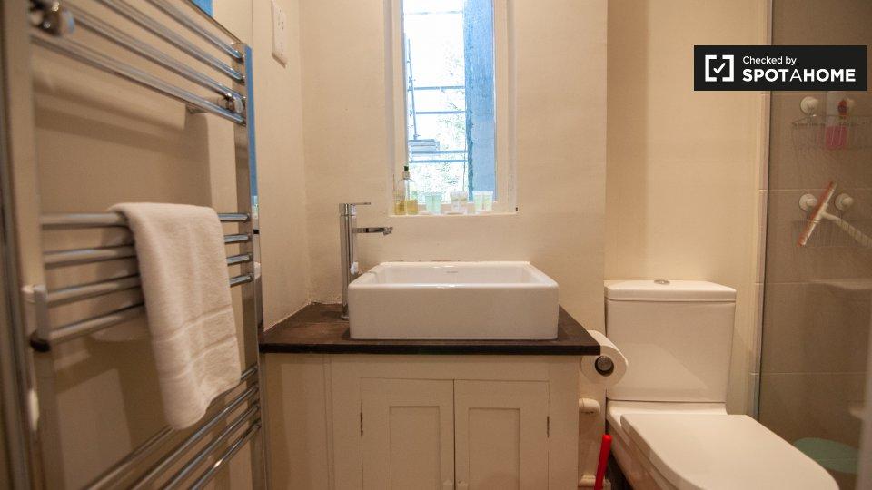 Bassett Rd, London W10 6JP, UK