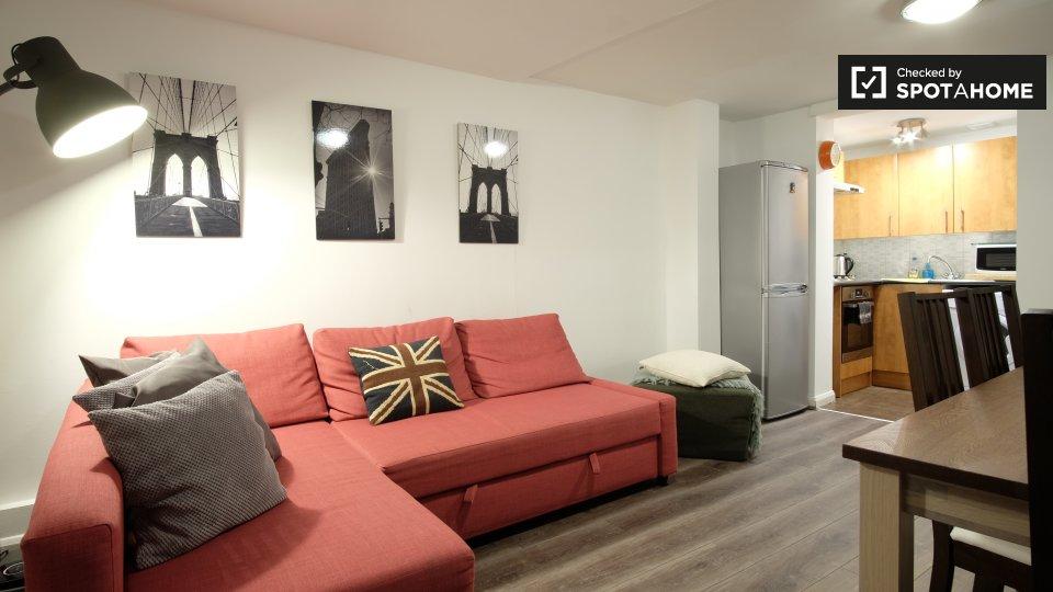 Arredato appartamento con 2 camere da letto con patio affittato a Notting Hill, Area di viaggio 1 e 2