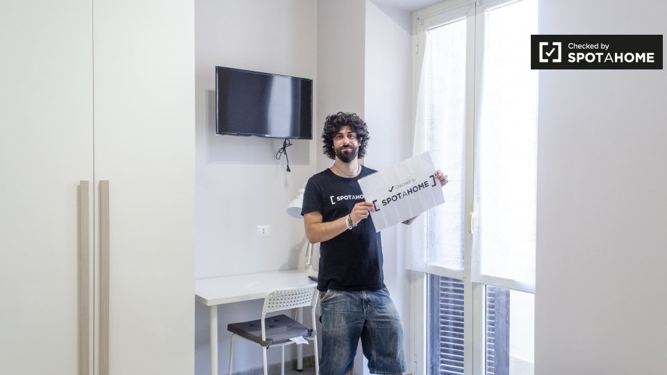 Stanza in affitto in appartamento con 3 camere da letto a for Affitto uffici roma centocelle
