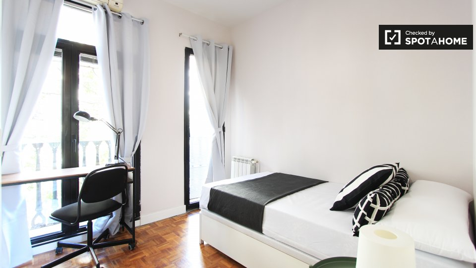 12 bedroom apartment