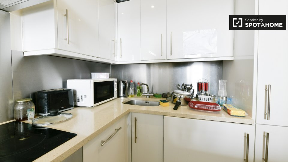 Flat, 17-19 Nevern Pl, Kensington, London SW5 9NN, UK