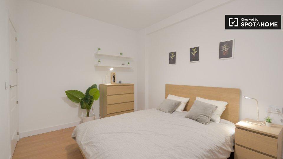 6 bedroom apartment