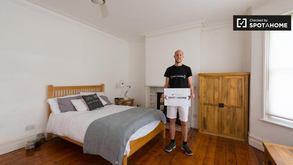 Rent Room Summer London