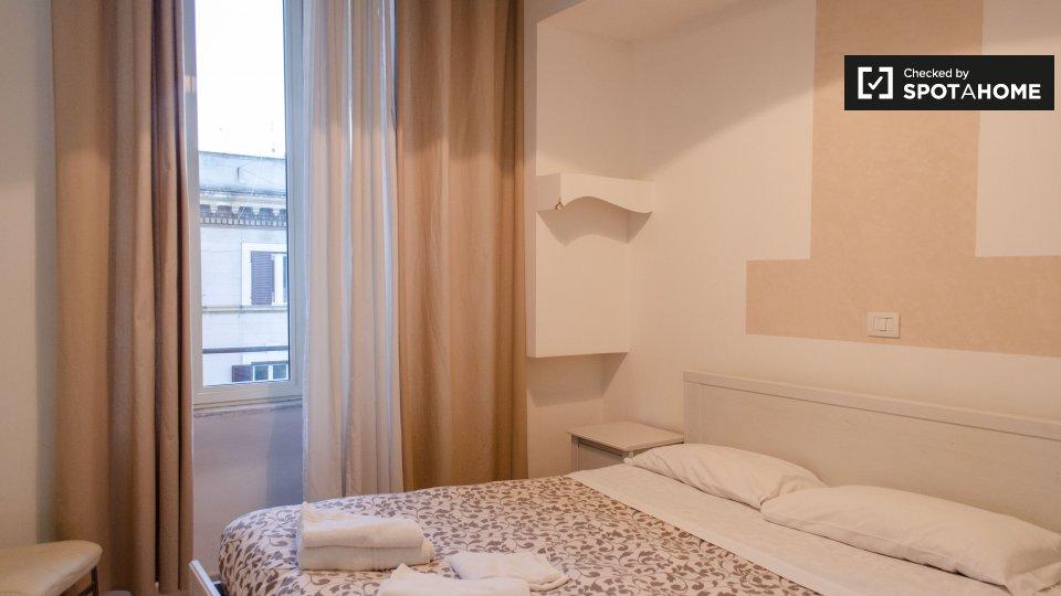 Camera arredata in appartamento con 4 camere da letto a ...