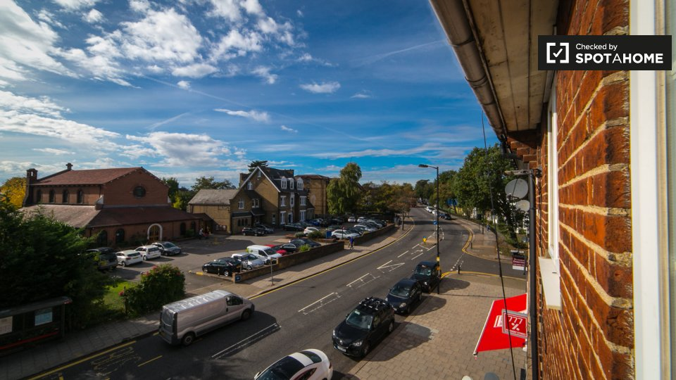A Bowes Rd, Arnos Grove