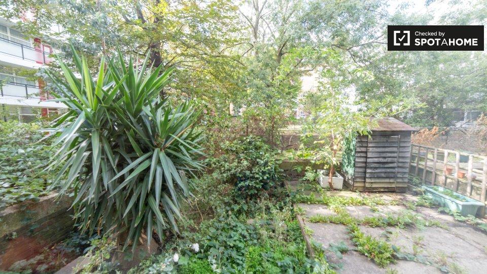 Flat, Whitley House, Churchill Gardens, London SW1V 3BH, UK