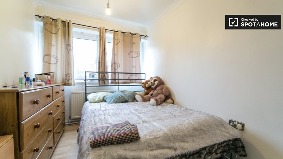 Room for rent in 4-bedroom apartment in Hammersmith ...