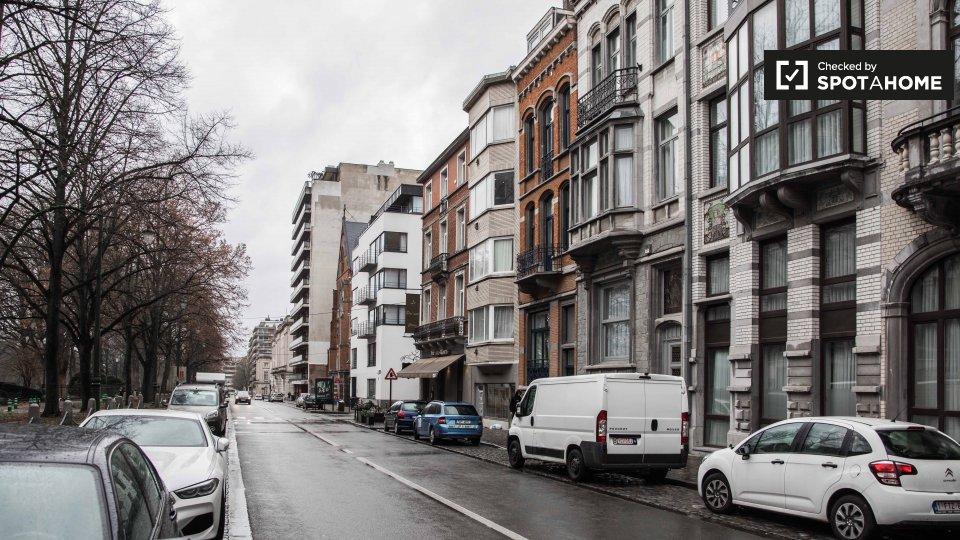 Avenue de la Renaissance 47