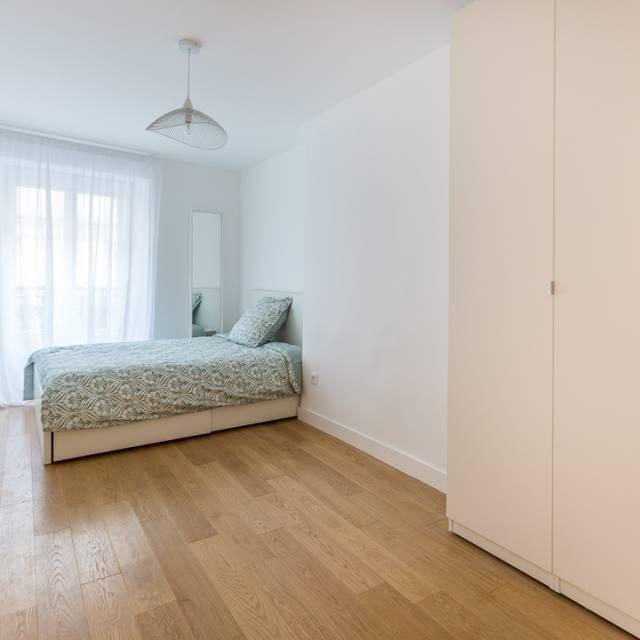 Chambre avec salle de bain attenante dans un appartement en ...