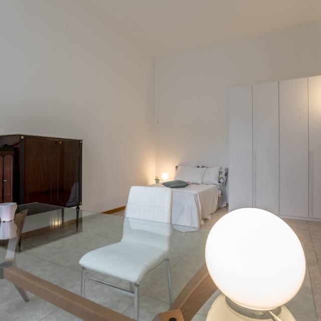 Luminosa camera in appartamento con 5 camere da letto a Porta ...